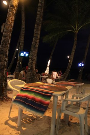 Manana Mexican Cuisine: Sit outside with the sand under your feet