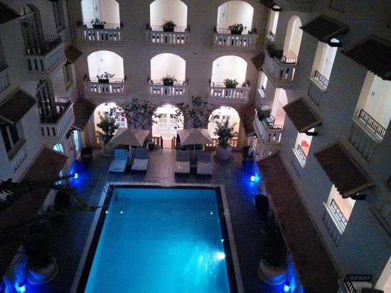 Central Mansions: pool