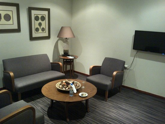 Plaza Hotel: Suite living room