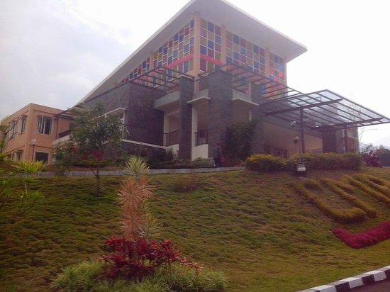 Casa Monte Rosa Hotel – Puncak Mountain Resort: Hotel front