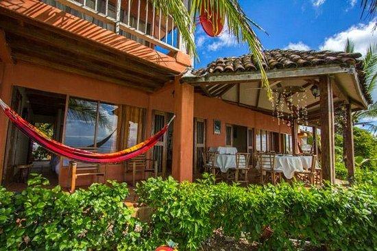 Sereia do Mar: Hotel from ocean side