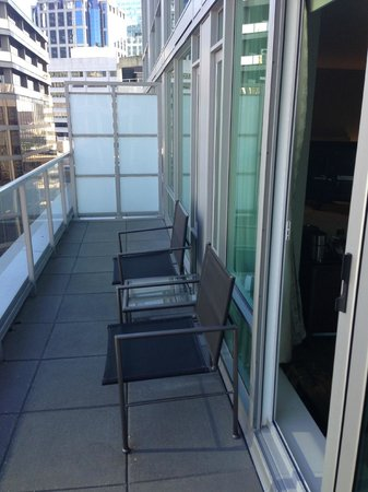 Coast Coal Harbour Hotel by APA: Balcony King Suite