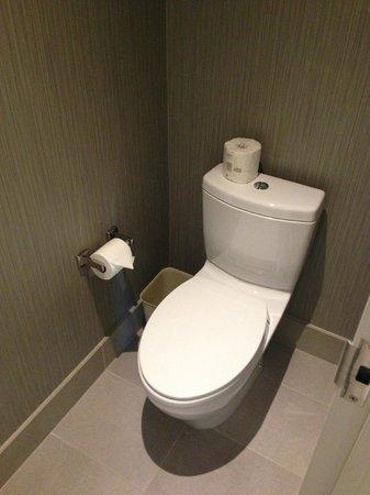 Coast Coal Harbour Hotel by APA : Toilet Room King Suite