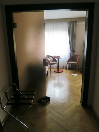 BEST WESTERN Premier Hotel Slon: At the entrance of the room