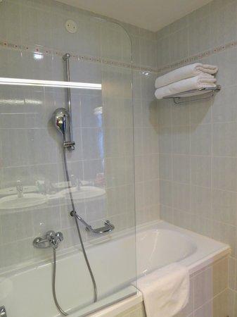 Best Western Premier Hotel Slon: Very clean and big bathroom