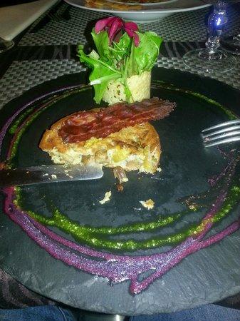 Restaurant Le Convivial: premiere bouchée du crumble au cèpes