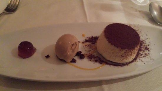 La Cepada Hotel: impresionante tiramisu con helado de cafe