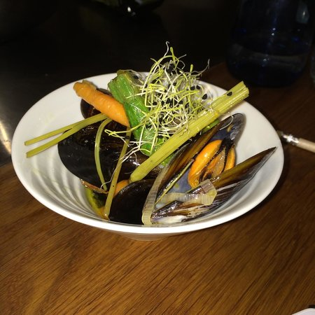 Cook and Taste Barcelona Cooking Classes: Steamed mussels with Escabeche