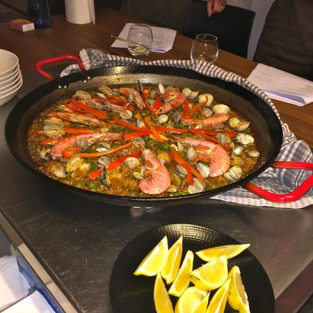 Cook and Taste Barcelona Cooking Classes: MMMM Paella!