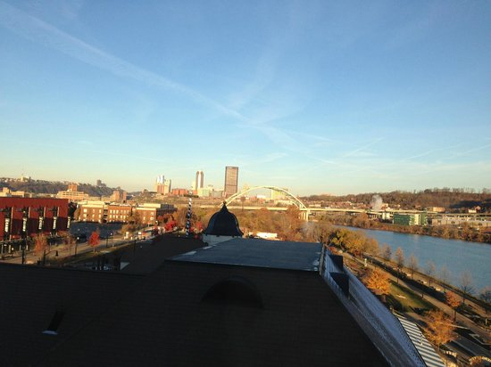 HYATT house Pittsburgh-South Side : The view from my room looking west towards downtown Pittsburgh
