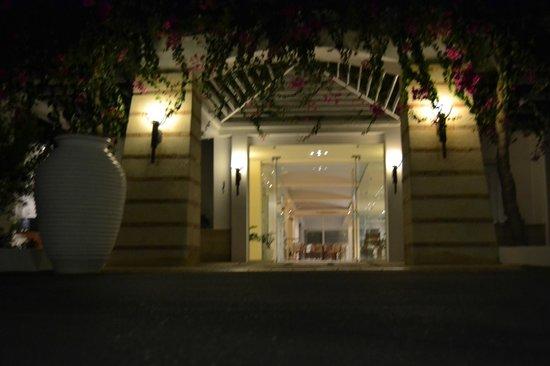 Knossos Beach Bungalows & Suites : Вход в отель