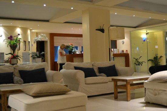 Knossos Beach Bungalows & Suites : Ресепшн
