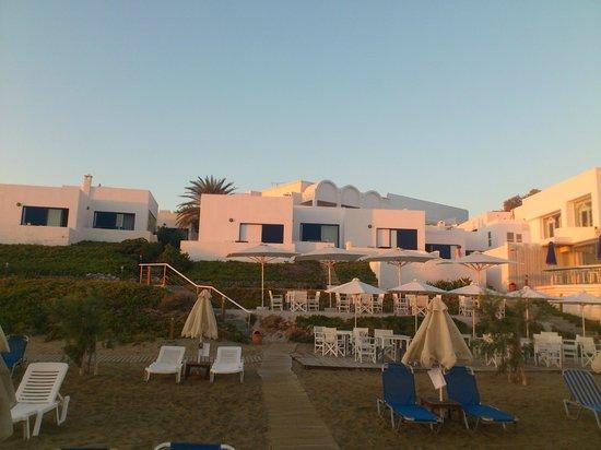Knossos Beach Bungalows & Suites : Вид на отель с моря