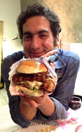 Karrement Burger, Le Petit Michotte: L'Ultimate Burger; si imposant qu'il en cacherait son créateur !