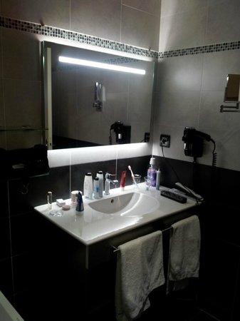 Host & Vinum : sdb coté lavabo