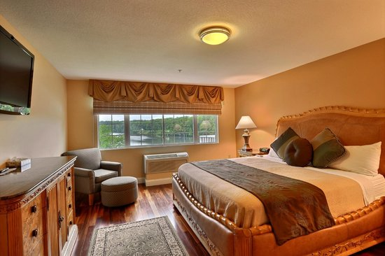 Riverside Hotel, an Ascend Hotel Collection Member: Separate king bedroom in Luxury Suite