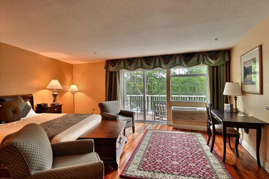 Riverside Hotel, an Ascend Hotel Collection Member: King with wet bar and balcony