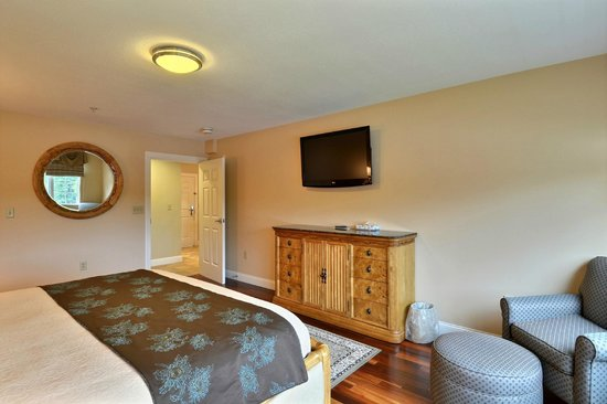 Riverside Hotel, an Ascend Hotel Collection Member: Separate bedroom in Luxury Suite