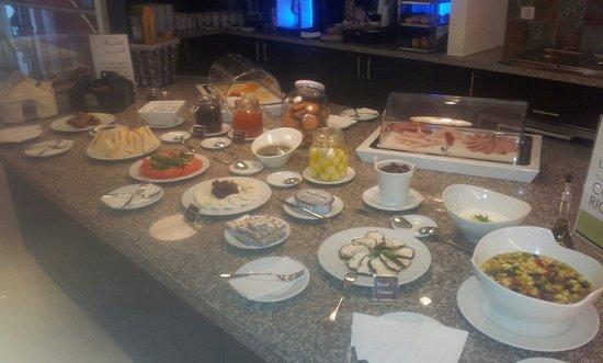 Staybridge Suites Beirut: Morning breakfast Buffet