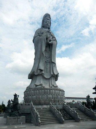 Vihara Avalokitsvara - Statue of Dewi Kwan Im