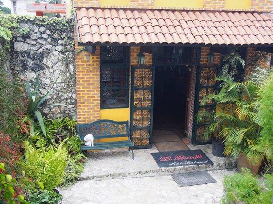 Le Florville Hotel and Restaurant : Front Entrance