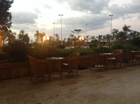 Hilton Alger: Obérât