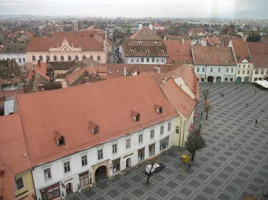 Turnul Sfatului (The Tower of the Council) : Looking down almost on the main square