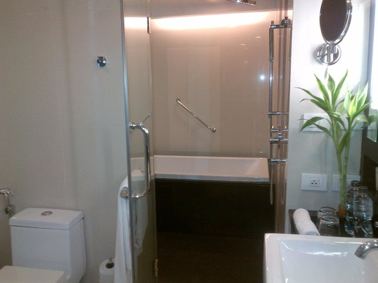 In Residence Bangkok Sukhumvit : Shower and Bath