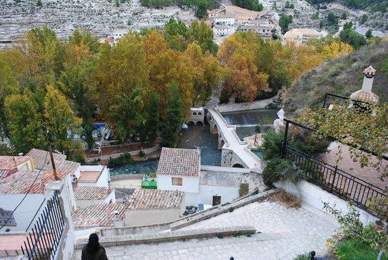 Castillo de Alcalá del Júcar: Vista del puente desde arriba
