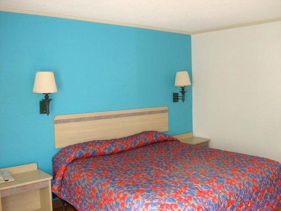 Motel 6 Norcross: King Room