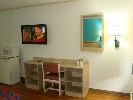 Motel 6 Norcross: King room with LED TV
