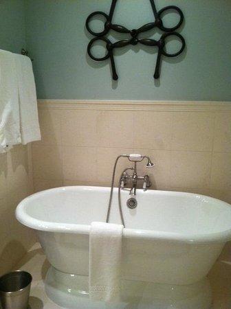 Salamander Resort & Spa: Bath
