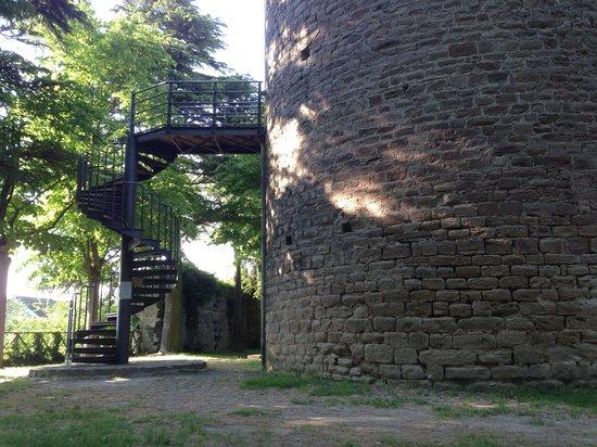 L'esterno della Torre di Roccaverano