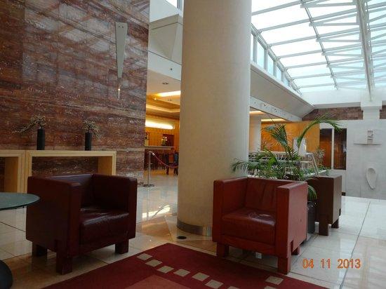 VIP Executive Villa Rica Hotel: Sala próxima a recepção do hotel