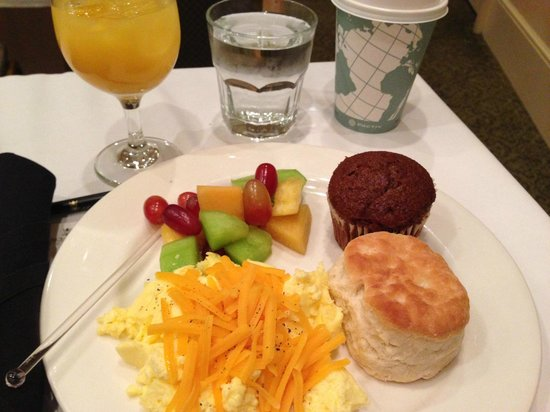Francis Marion Hotel: Continental breakfast.