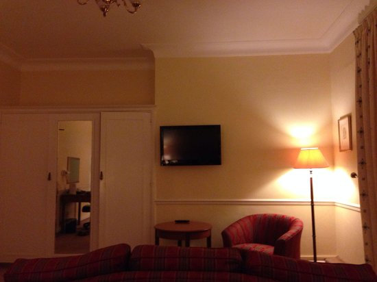Tregenna Castle Resort: Good Size Room. Good Storage. Warm. Decent TV. West Wing, Sea View Room.