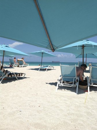 The Palms Hotel & Spa: On the beach.