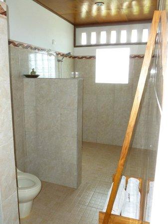 Villa Agung Khalia : Upstairs bathroom