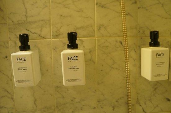 Scandic Marski: Хорошая косметика в ванне