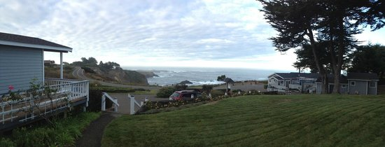 Sea Rock Inn: View from lawn