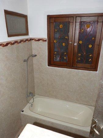 Villa Agung Khalia : Downstairs bathroom in 3-bed villas