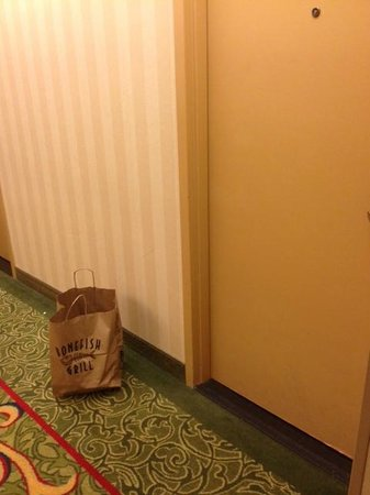 Franklin Marriott Cool Springs: The garbage from my room left outside my door all day