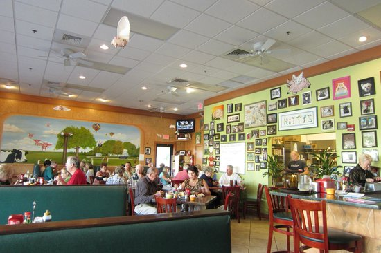 Kitty's Kafe: Inside for lunch