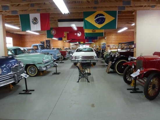 Gunnison Pioneer Museum: View inside Andy Malletts Antique Car Museum