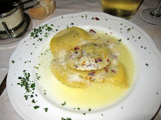 Taverna San Trovaso : My excellent ravioli filled with wild mushrooms with a truffle oil