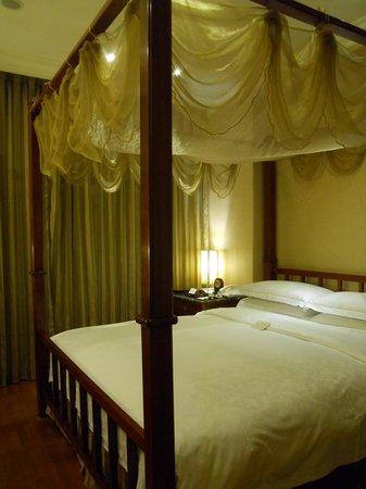 Royal Seasons Hotel Taipei Nanjing West: ベッド