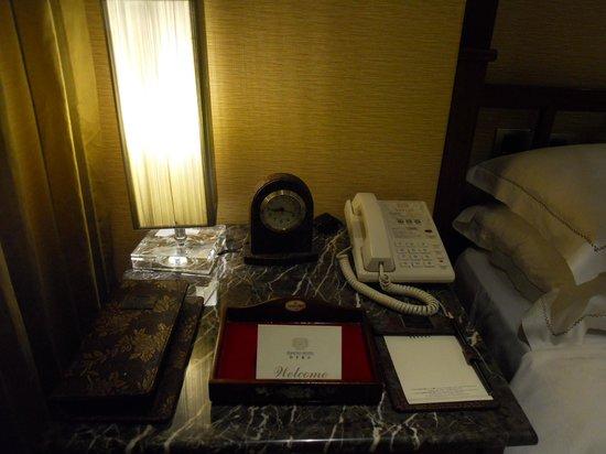 Royal Seasons Hotel Taipei Nanjing West: ベッドサイド