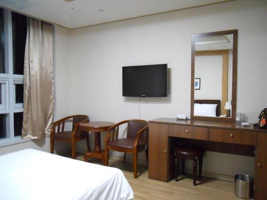 The Residence Yeongjong: 机周り