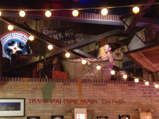 Portillo's: Fun decor