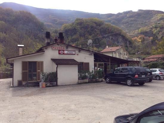La Fonte: vista del ristorante dal parcheggio